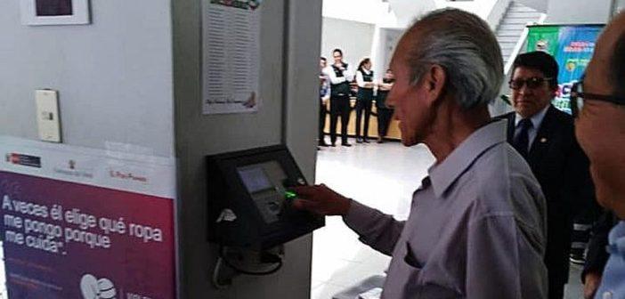 Municipalidad acompaña a trabajadores en su última marcación de asistencia