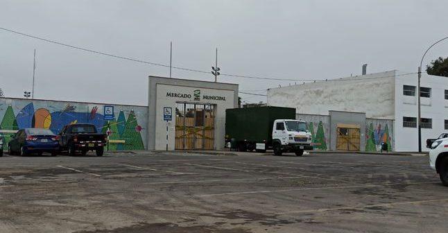 """Congresista Ricardo Burga al alcalde de San Isidro por cierre del mercado: """"Le exijo que recapacite"""""""